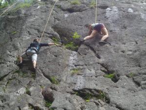 2 explos klimmen rots